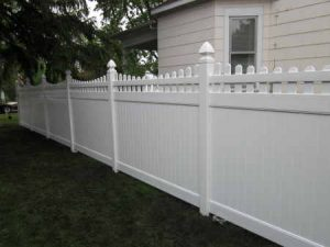 PRIVACY WITH SCALLOPED PICKET ACCENT