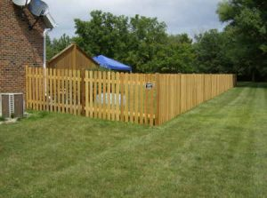 CEDAR STRAIGHT PICKET FENCE